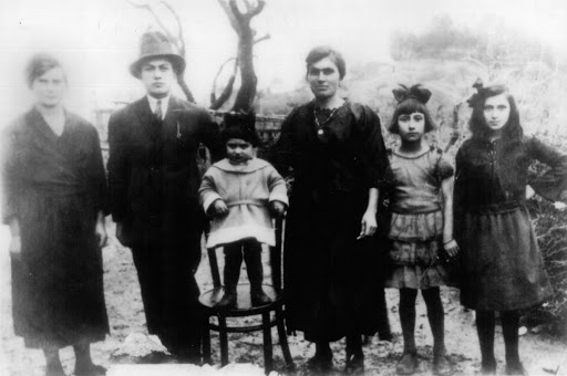 photo of gallupoli family soon after arrival in US
