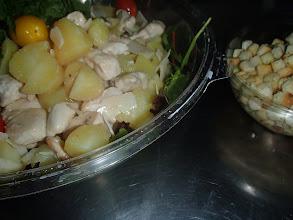 Photo: Salade croquante avec volaille, croutons et parmesan