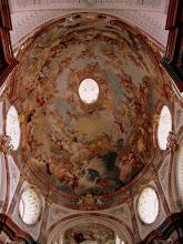 """Photo: Az Apátsági templom főkupoláján a """"menny festőjeként"""" emlegetett Paul Troger legnagyobb freskója látható"""