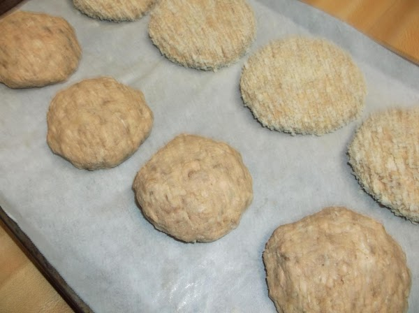 Return patty to baking sheet; repeat until all patties are coated with panko.