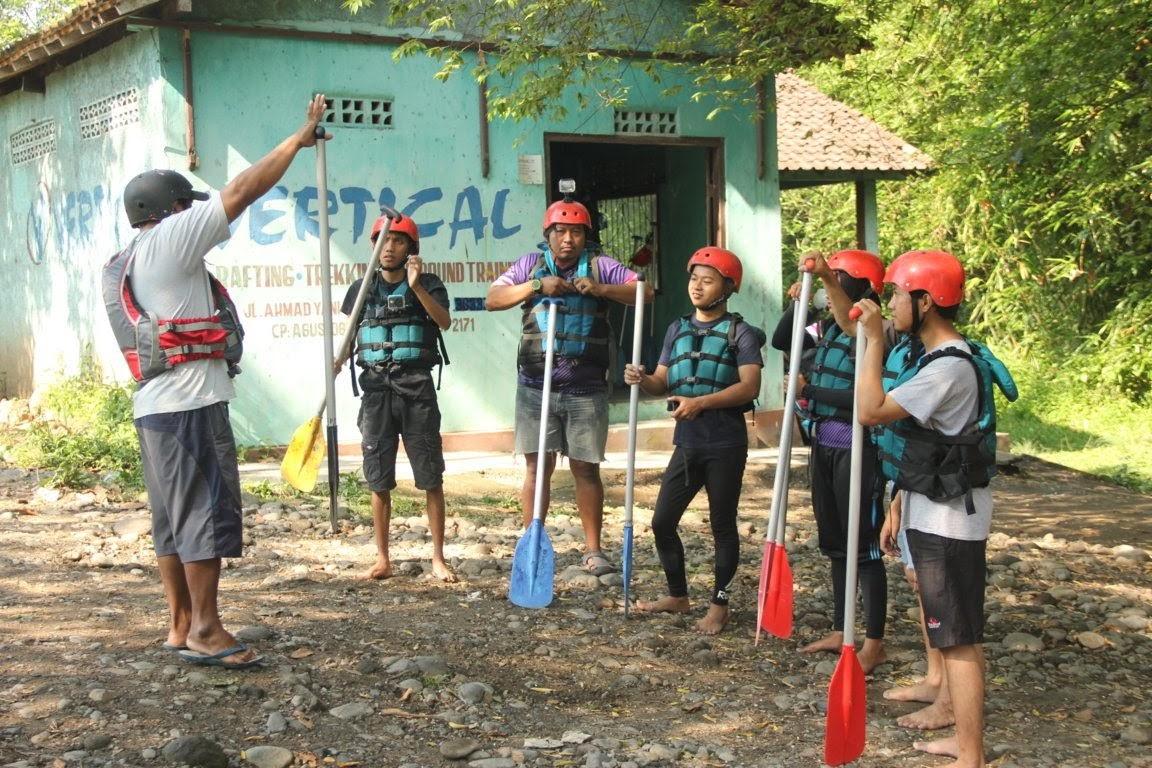 Penjelasan instruktur sebelum mengarumi sungai elo