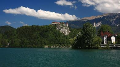 Photo: Bled -  středověky hrad, postavený na  skále  ve výšce 140 m  v  roce  1004 - Slovinsko http://cms.agnesobrazkov.webnode.cz/news/slovinsko-/