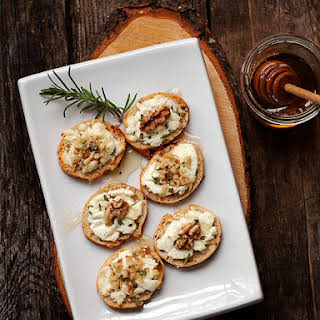 Warm Goat Cheese Toasts with Walnuts, Rosemary and Honey.