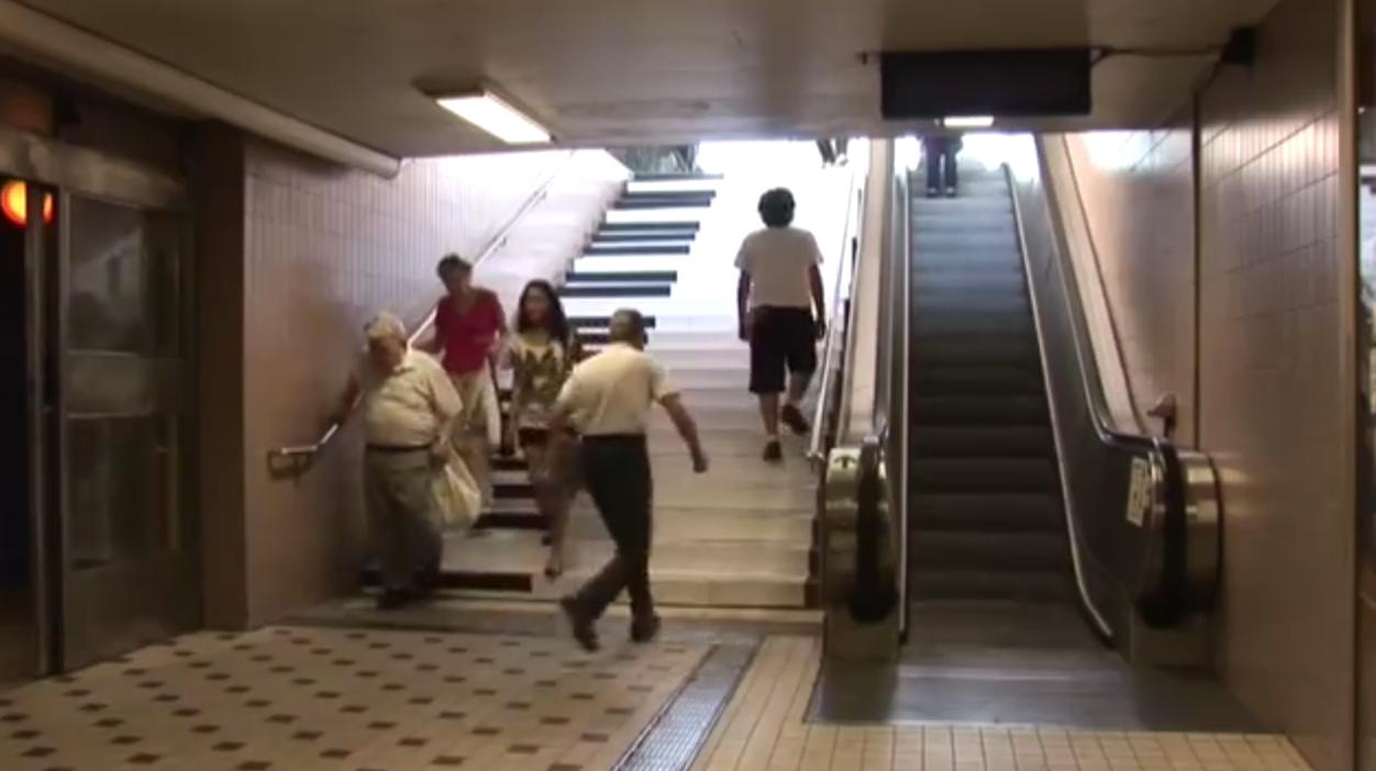 피아노 계단