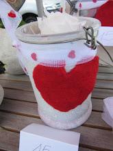 """Photo: Contenant bocal en verre avec coeur laine feutrée """"main"""" avec rose éternelle stabilisée  prix 15 euros"""