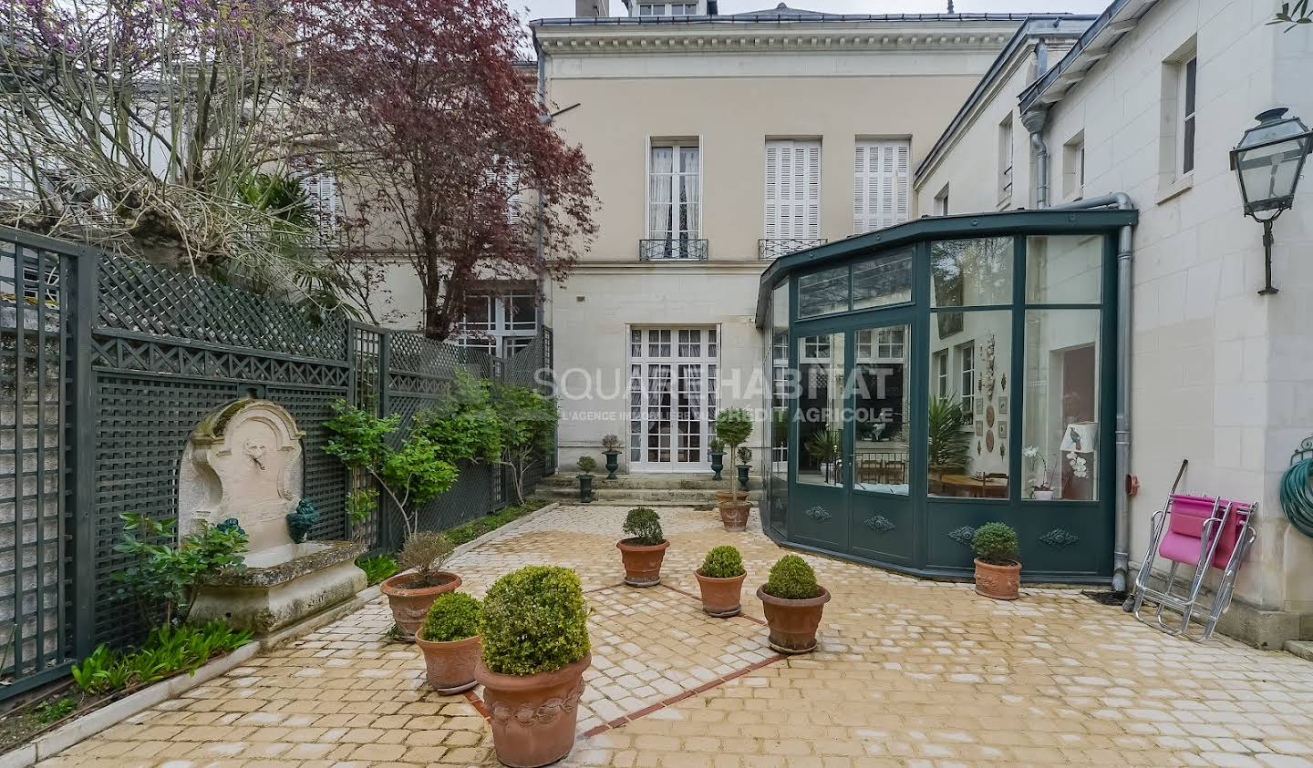 House with garden Tours