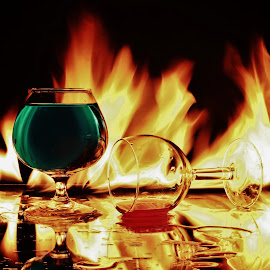Two glasses in flames by Peter Salmon - Artistic Objects Glass
