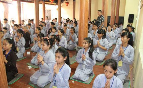 Cho trẻ tới chùa - một cách giúp trẻ sau này sống tử tế, đầy lòng từ
