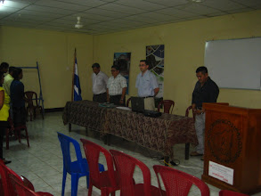 Photo: Proyección de Asociación RENOVABLES                  miercoles 18 mayo                                                       Auditorío VIH, Bluefields