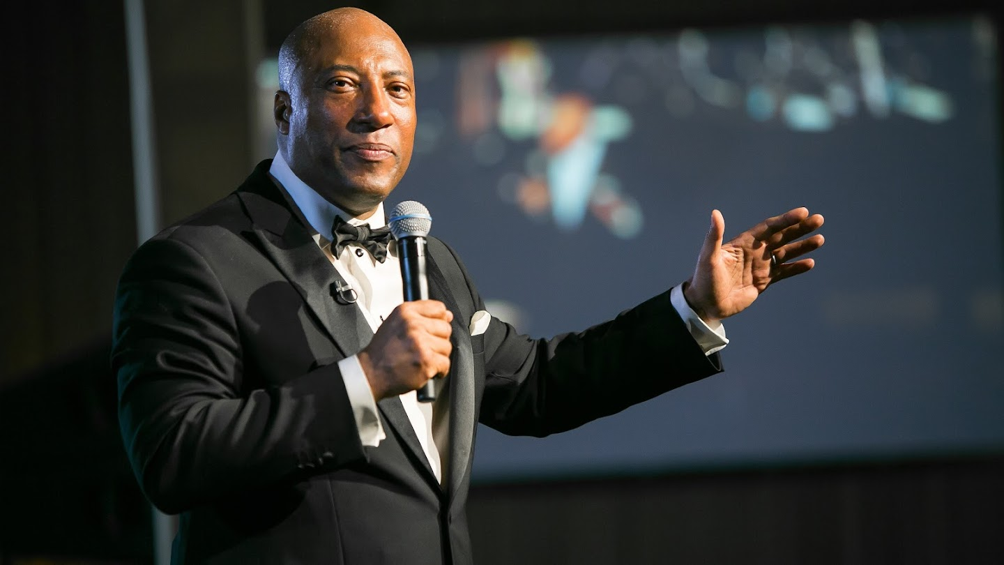 Watch Entertainers: With Byron Allen live