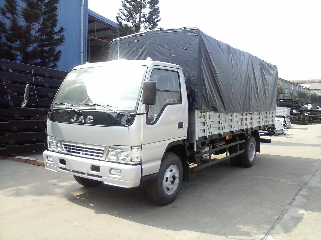xe tải JAC trắng