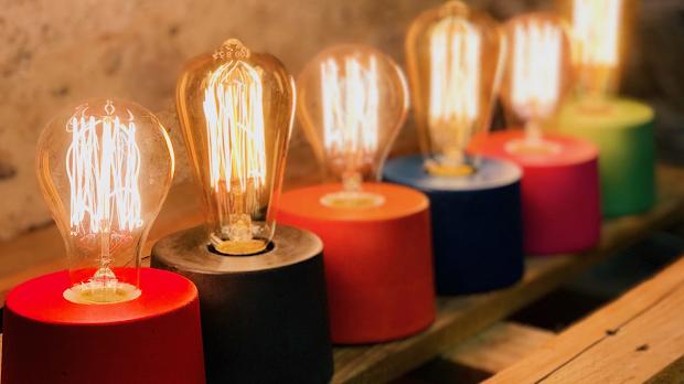 lampe béton en forme de cylindre béton coloré de toutes les couleurs