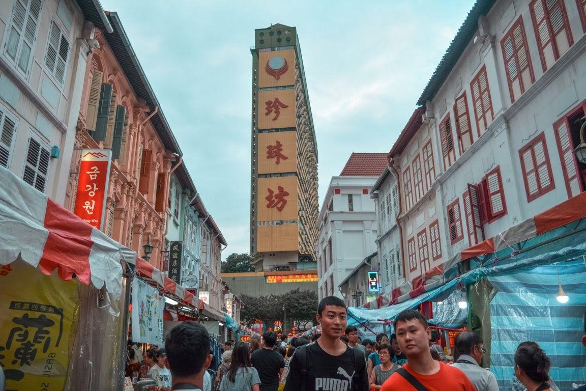 Chinatown yang ramai di malam minggu