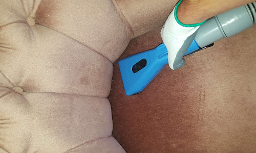 Peacock Carpet Cleaning, cleaning a couch in Reading