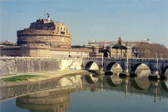 Photo: #002-Le Castel Sant'Angelo et le Tibre.