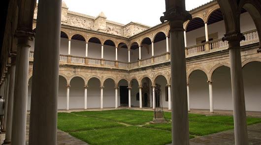 Mármol de Macael para iluminar uno de los claustros más bellos de España