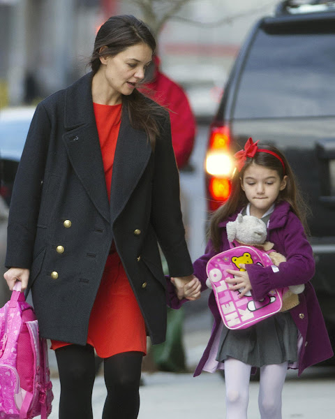 Photo: Suri Cruise takes her Hello Kitty backpack to school!  Credit: Elder Ordonez/INFphoto.com
