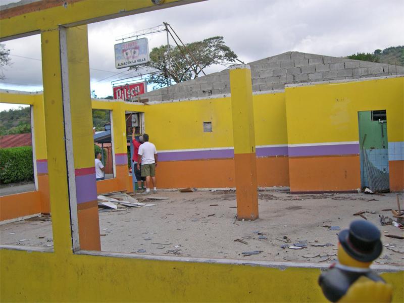 Photo: ciudad colon: ticos love colors!