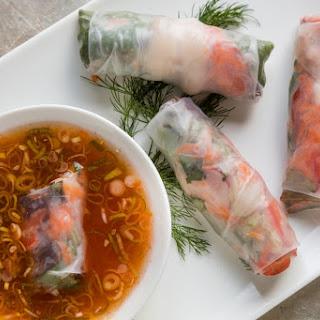 Colorful Summer Rolls With Dipping Sauce