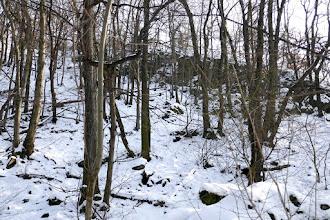 Photo: A terepen jobbra egyéb sziklaletörések láthatók.