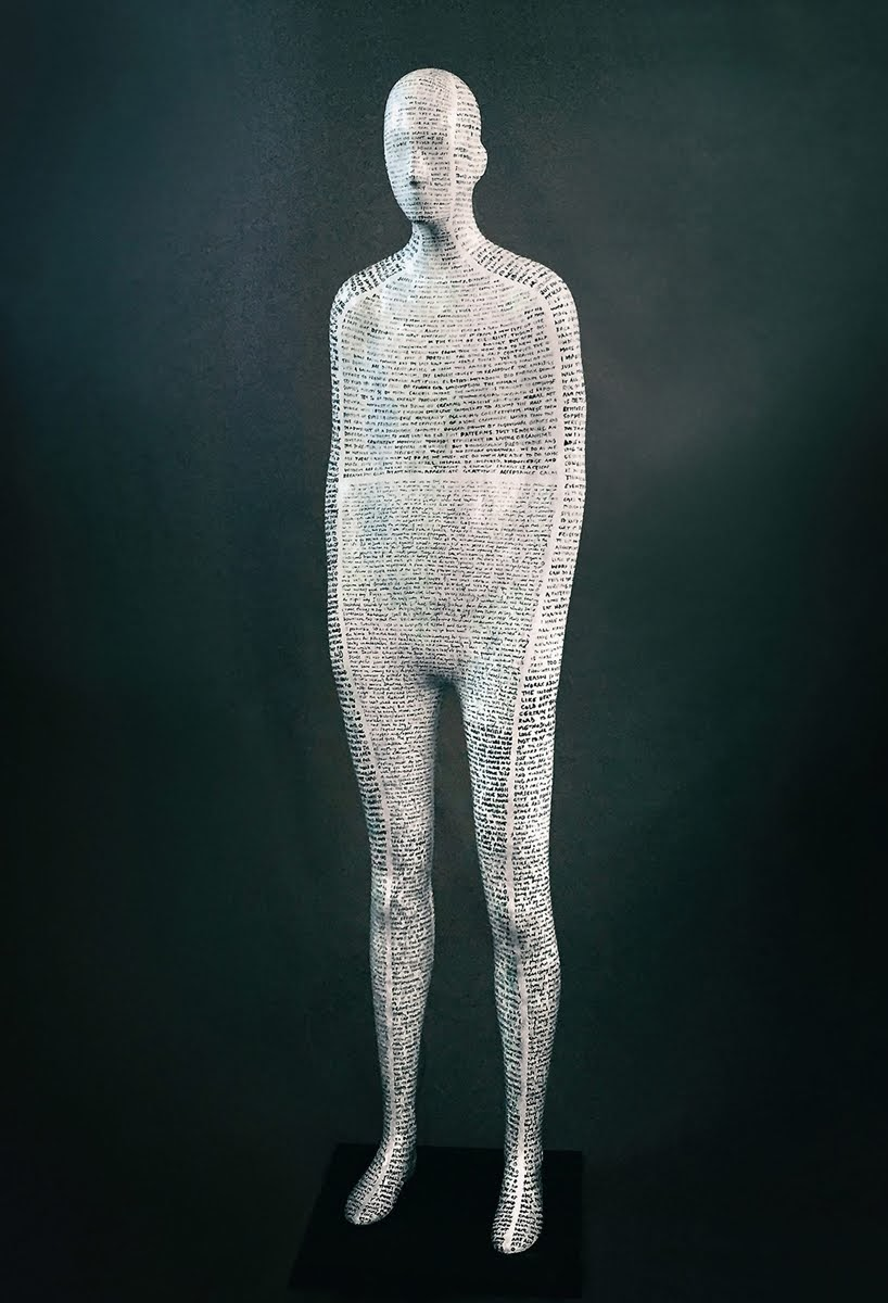 La figura humana toma forma en nuevas esculturas de acero, grafito y yeso de Emil Alzamora