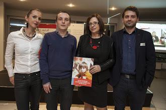 Photo: Na snímke členovia kampaňe Chceme vedieť viac so svojou novou knihou (zľava) zamestnankyňa CVEK- Centrum pre výskum etnicity a kultúry Elena Gallová Kriglerová, Peter Dráľ,  Zuzana Zimenová a Fedor Blaščák počas prezentácie Atlasu predstáv o budúcnosti vzdelávania na Slovensku v Bratislave 30. novembra 2015. Atlas je koncipovaný ako pomôcka, ktorá môže nášmu spoločnému premýšľaniu o budúcnosti vzdelávania pomôcť prepojiť známe fakty, už pozorované alebo ešte len predvídané trendy, s možnými výzvami a predstavami ľudí – a to všetko cez optiku detí. Knihu vydáva občianske združenie Nové školstvo o.z.. FOTO TASR - Andrej Galica
