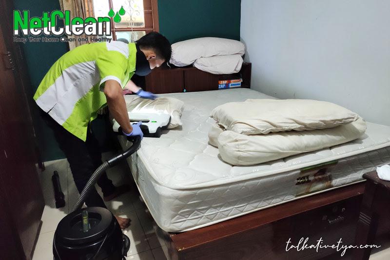 pengerjaan sedot debu tungau netclean dilakukan dengan teliti
