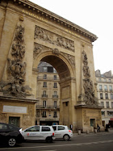 Photo: Porte Sant-Denis, Paris, France