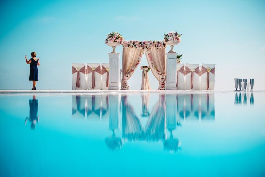 Wedding photographer Aleksandr Medvedenko (Bearman). Photo of 21.04.2017