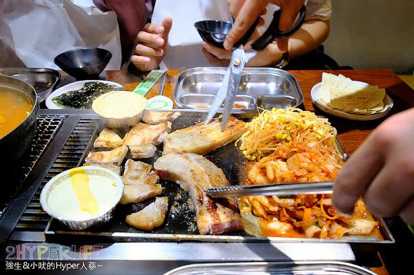 菜豚屋 | 從日本開來台灣的韓式連鎖烤肉店!有桌邊服務代烤專心吃就好,快來享受被五花肉攻擊的飽足感呀~