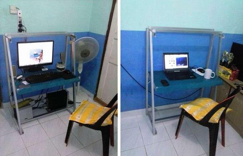 компьютерный столик из аллюминия