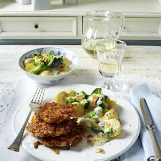 Crispy Chicken With Potatoes in Broccoli Sauce