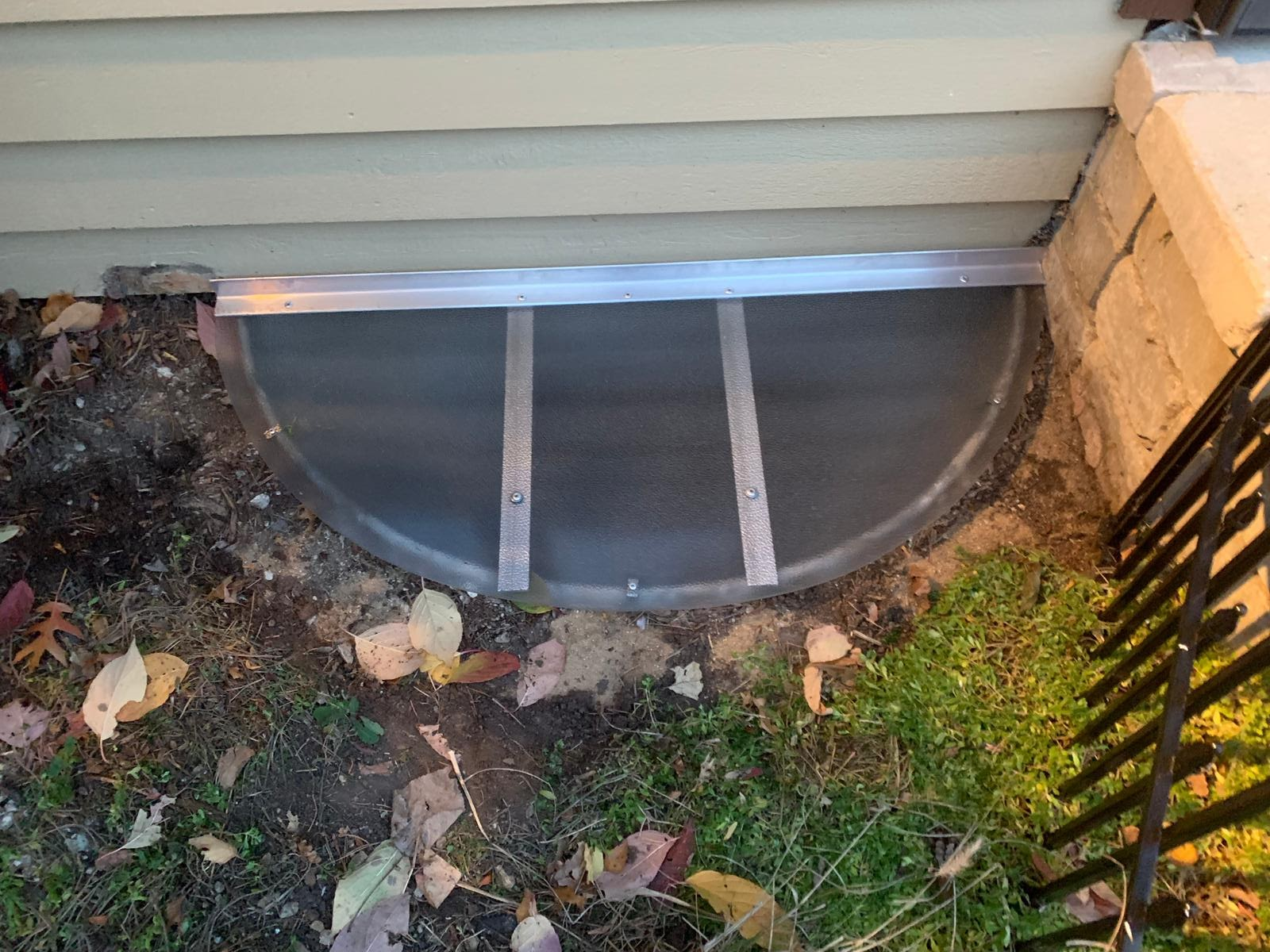 South Elgin, IL-HandyManny Custom Window Well Covers