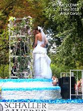 Photo: Matrimonio en el desfile germano-americano de Steuben, en Manhattan, New York, del 21 sep 2013/ Foto por Artur Coral.