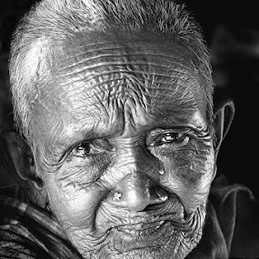 The Lone old woman by Subrata Kar - People Portraits of Women ( face, people )