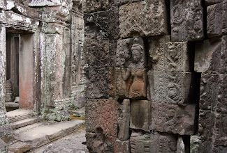 Photo: Without crowds of tourists, one could explore the narrow alleyways in peace. Turning a corner, one might encounter a delicate bas-relief like this one...
