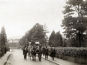 Photo: Wallace's funeral cortege. He was buried in Broadstone cemetery on the 10th November 1913. First published: Raby (2001). Scanned with permission from an original print owned by the Wallace family. Copyright of scan: A. R. Wallace Memorial Fund & G. W. Beccaloni.