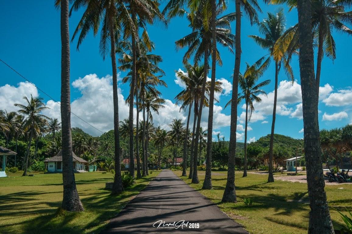 Lokasi favorit untuk berfoto di Pantai Srau Pacitan