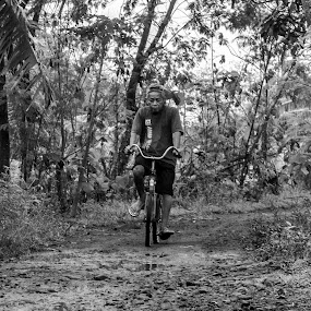old cycle by Uve Vtr - Black & White Street & Candid