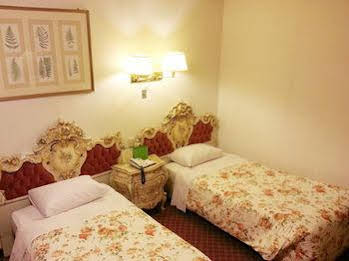 Insadong Crown Hotel