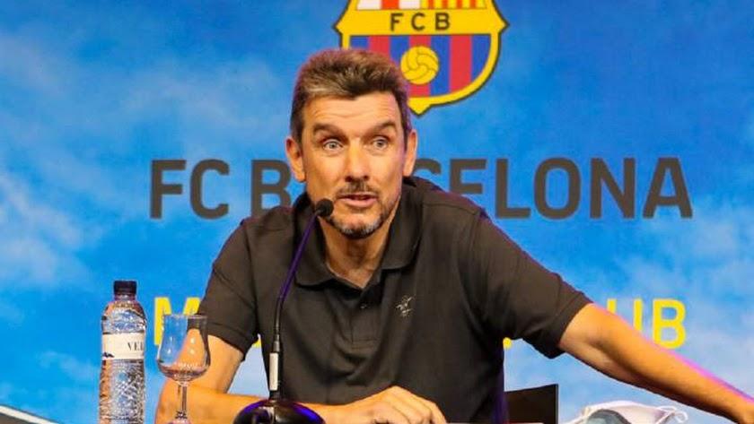 Juan Carlos Unzué en la rueda de prensa en el Camp Nou.