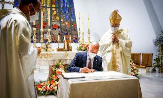 Acto de consagración del nuevo altar