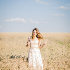 Wedding photographer Danya Belova (dwight). Photo of 09.02.2017