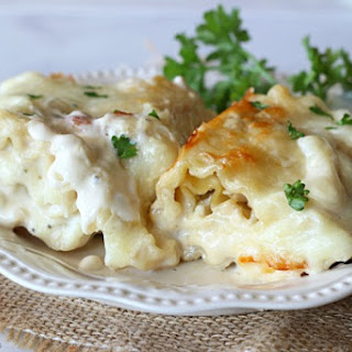 Chicken Alfredo Lasagna Rolls.