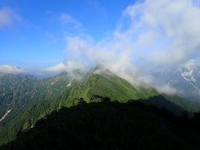 鳴沢岳を振り返り見る