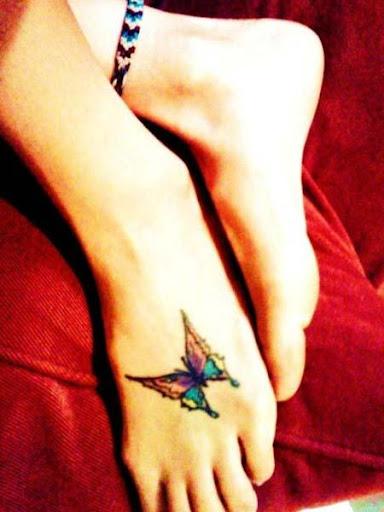 女性の足のタトゥーのデザイン