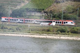 Photo: Rhintur - Der kørte vores bus og et af de talrige tog
