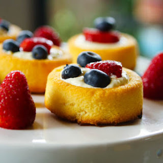 Quick Summer Berry Cakes.
