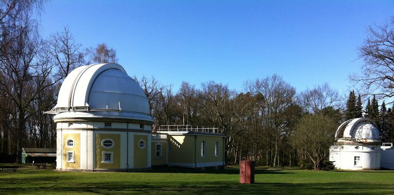 Photo: Sternwarte HH-Bergedorf. In diesen beiden Kuppelbauten sind das 1m-Teleskop (links) und das Lippert-Teleskop untergebracht.