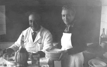 Photo: Omero Casprini e la Dina, sul tavolo di Guido
